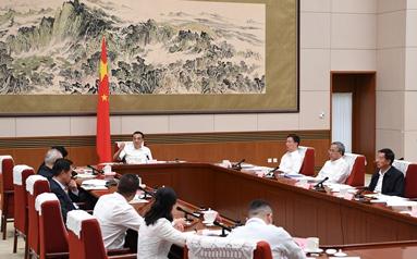李克強主持召開經濟形勢專家和企業家座談會