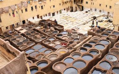 皮革業是摩洛哥的重要產業之一,非斯古城中的一些皮革染坊至今仍延用傳統工藝為皮革染色
