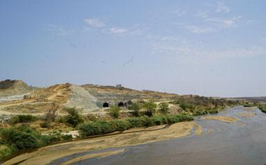 """""""一带一路""""铺就绿色底色 斯瓦克大坝助力肯尼亚经济社会发展"""